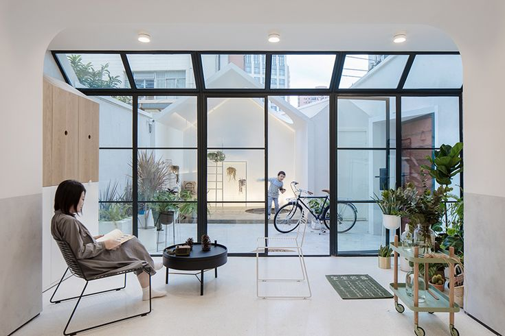 RIGI design renews a single family building in shanghai and lights it up