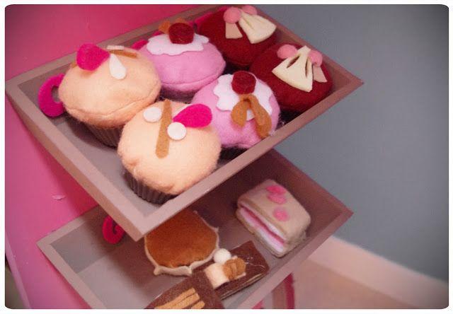 Cupcakes en feutrine du chariot à gourmandises - Chez cette fille - #feutrine #patisserie #sweetshop #dinette
