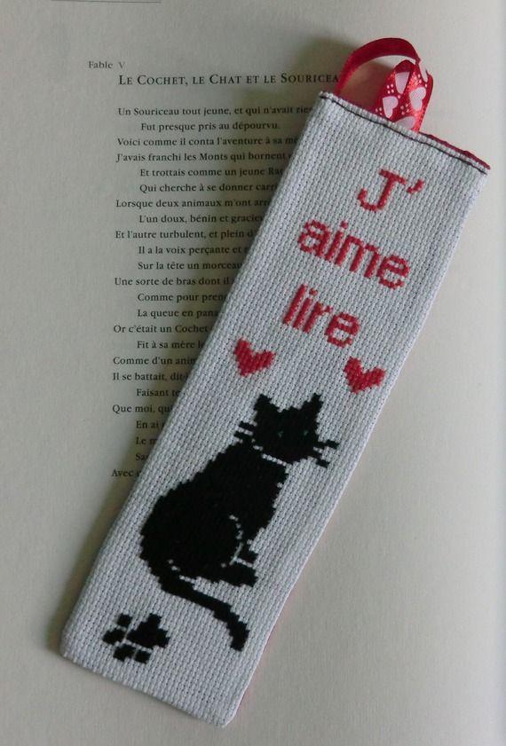 Marque-page brodé Chat noir, Coeur rouge et  J'aime lire, au point de croix, 7cm X 20 cm, 100% Fait Main
