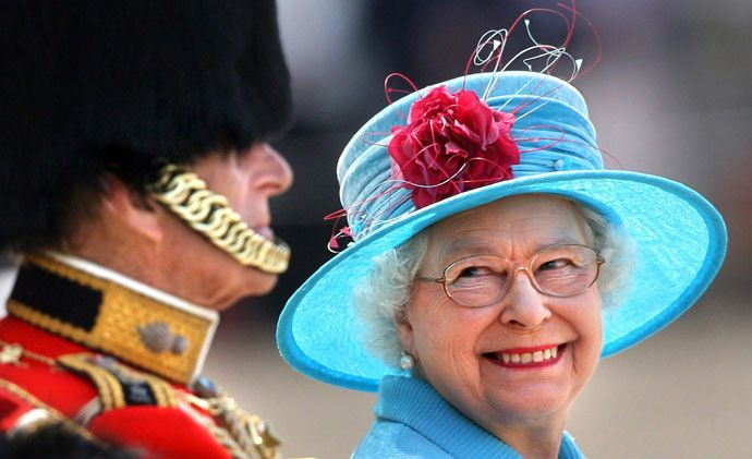 Будни монарха: расписание Елизаветы II - http://russiatoday.eu/budni-monarha-raspisanie-elizavety-ii/ Кукурузные хлопья, красные коробки и другие неотъемлемые атрибуты жизни королевыМир замер в ожидании: уже в следующий четверг 10 сентября Елизавета Вторая побьет рекорд нахождения на брита