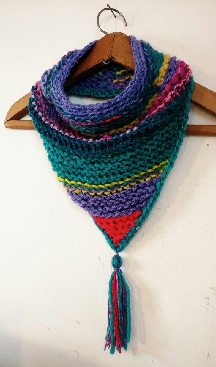 Linda y colorida Bandana de lana, tejida a mano.