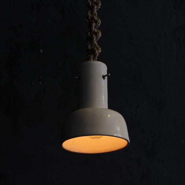 Ceramic pendant lamp/ビンテージのセラミックシェードに編み込んだロープを組み合わせたペンダントランプ。ハンドメイドならではの不均一さや素朴な表情が魅力のランプです。 #北欧 #テーブル #デザイン #アンティーク #デンマーク #イギリス #目黒 #インダストリアル #装飾品 #つくば #オリジナル #照明 #吹きガラス