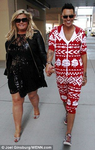 TOWIE regulars Gemma Collins and Bobbie Cole Norris arrive in Vegas..... Poor Bobby doesn't seem to mind being Gemma's lapdog.....! Man up and grow a pair, mate!