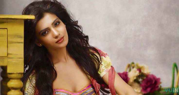 Believe it or not! Samantha in bikini!!  Shruti Haasan, who is always ready for bikini's had accepted to do it. However, Samantha who was not ready to give away this 'Rabasa' opportunity has accepted to act in a bikini.