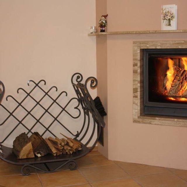 Stojak juz na swoim miejscu :) #tmproject #frostyle #concept #passion #poland #homedecor #design #dizajn #style #stojaknadrewno #firewood #steel #fireplace #polskidesign #polishdesign #handmade #home #kominek #dom #salon