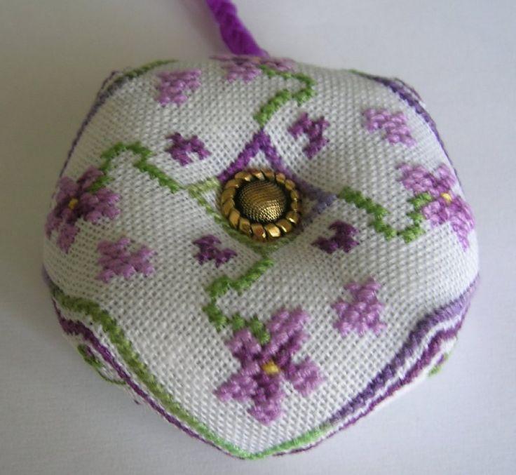 biscornu violettes 1