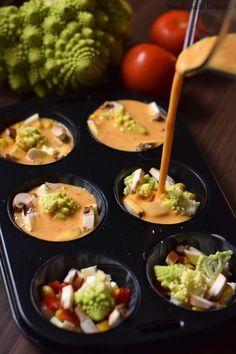 Eiermuffins sind nicht nur eine tolle Idee für Lowcarb-Fans. Schnell zubereitet sind sie ein toller Snack, ein kleines Mittagessen und dabei so variabel!