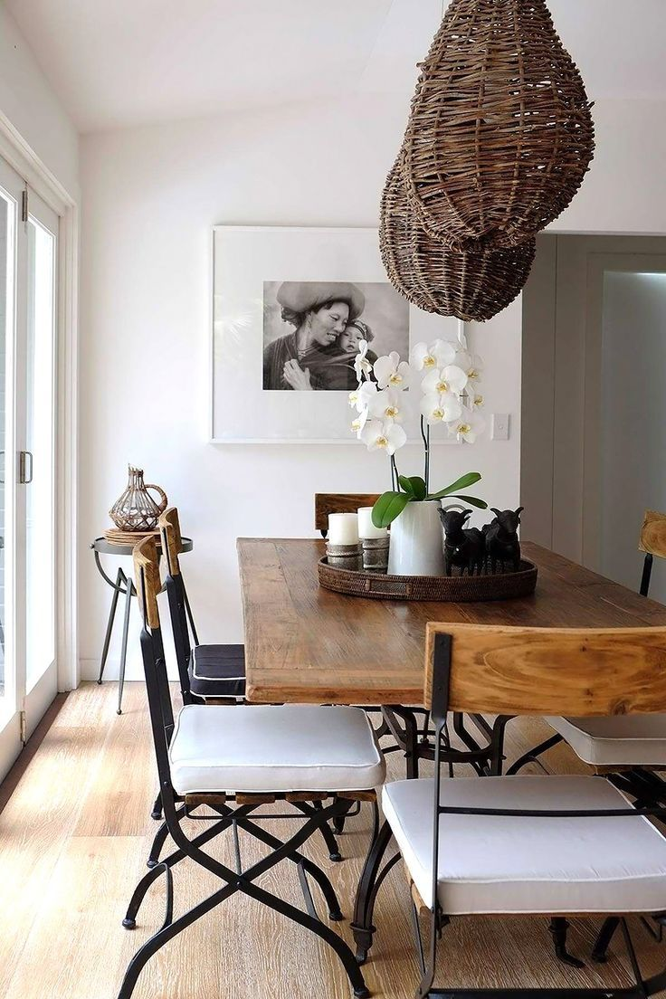 Note the way the photograph is framed - black and white print, white matting and white frame agains white wall.