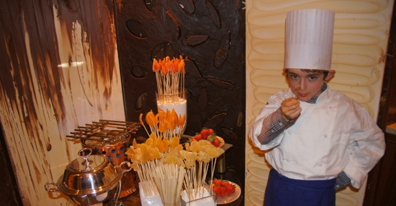A whole room made of chocolate! Let's eat the Chocolate Room at Four Seasons Hotel Milano!: Four Seasons Hotel, Kid