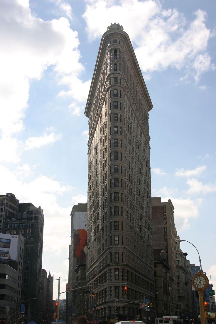 Distinctive triangular shape of the Flatiron Building ...