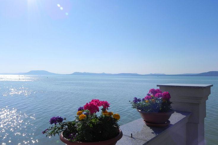 Eladó vízparti ingatlan a Balaton egyik legszebb panorámájával