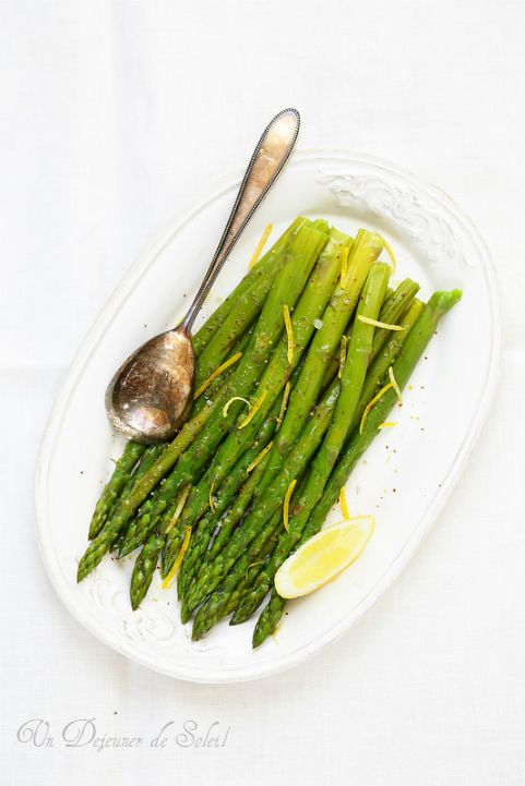 Salade tiède d'asperges au citron