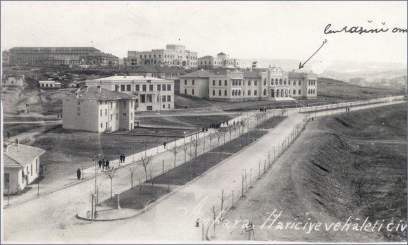 Eski Ankara - Önde Hariciye Vekaleti, arkada Etnografya Müzesi