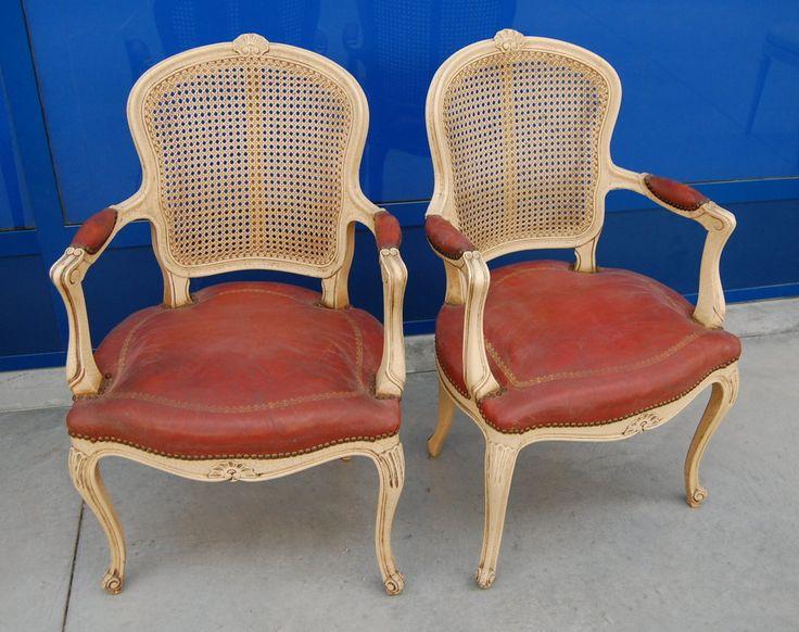 Coppia di poltrone provenzali laccate seduta in pelle rossa schienale in paglia di Vienna