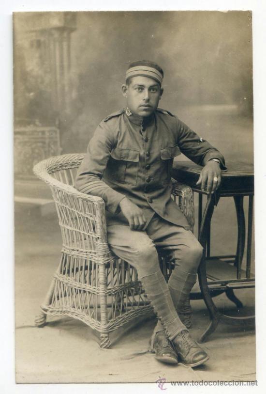 Postal fotográfica de militar español con galones y reloj de pulsera. África ? - Foto 1