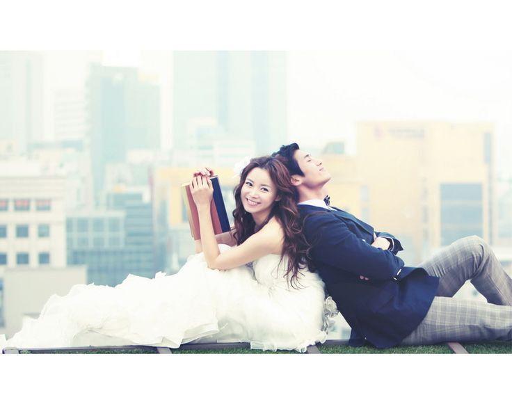 韓国のウェディングフォトは、本格的なセットや幻想的なスタジオ、美しいポージング指導など、新郎新婦にとって嬉しいプランがたくさんあります。