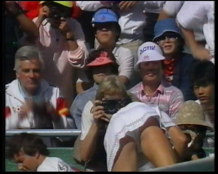 Wimbledon crowd upskirt