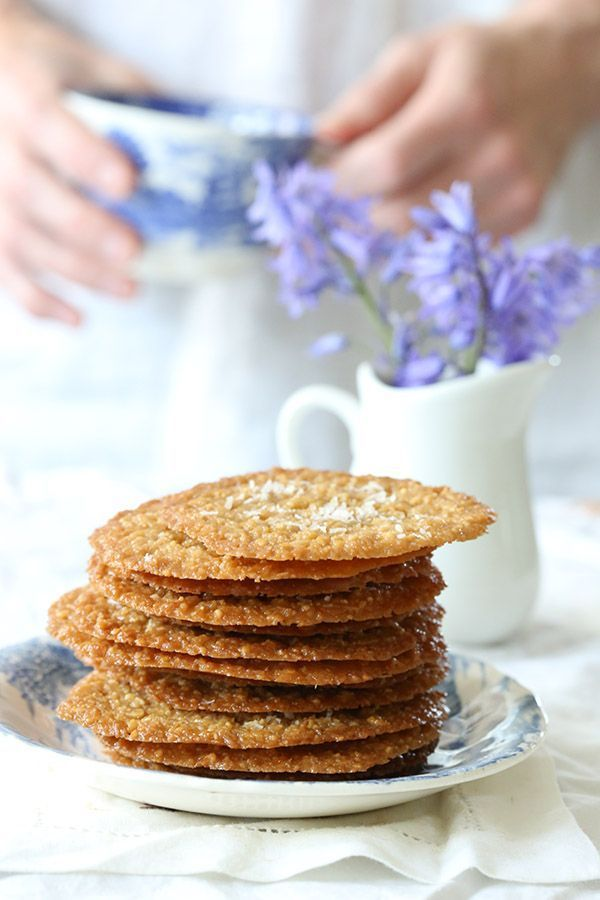 Deliciously thin caramel coconut crisps, perfect for any occasion. Low carb, keto, grain-free, THM.