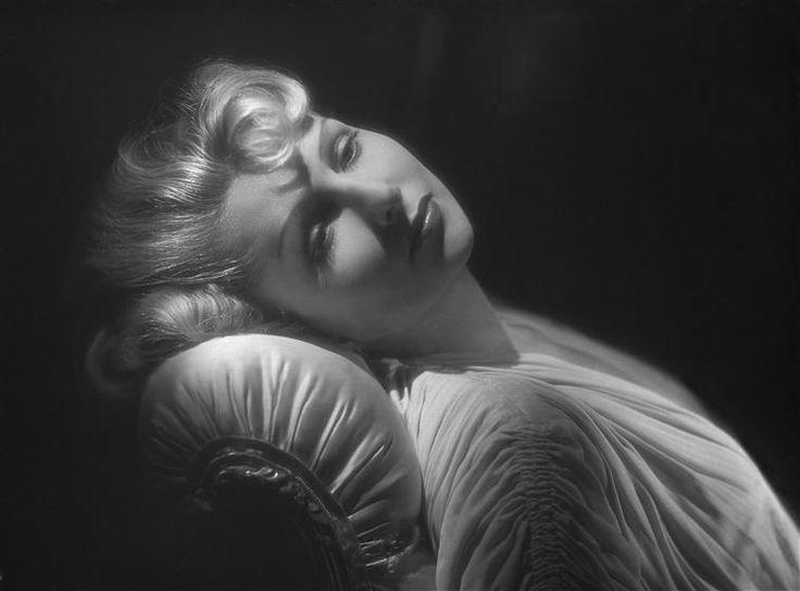 Simone Renant, 1949.Studio Harcourt