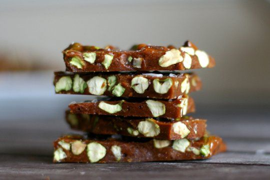Salted pistachio brittle: Salts Pistachios, Recipe, Christmas Cookies, Gifts Ideas, Pistachios Brittle, Homemade Gifts, Holidays Gifts, Christmas Treats, Kitchens Sinks