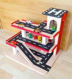Wooden toy #garage for kids! http://www.1-2-do.com/de/projekt/Parkhaus-aus-Holz-fuer-Kinder/bauanleitung-zum-selber-bauen/16816/