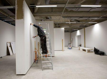 Uuden näyttelytilan rakentamista.