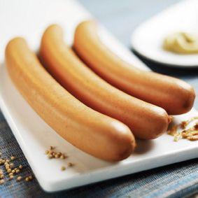 Hergestellt werden die Bio Wiener aus besten Zutaten: Nur schlachtfrisches Fleisch von deutschen Schweinen aus nachweislich ökologischem Landbau kommt in die Wurst. Weit über den Richtwerten liegt bei Rack & Rüther der Anteil von Fleischeiweiß. Je höher sein Anteil, desto höher ist die Qualität des Wiener Würstchen. Der Richtwert BEFFE liegt bei 8%, doch das echte Bio Wiener von Rack & Rüther hat 13 %!  Es wird kein Rindfleisch verwendet. www.rackruether.de
