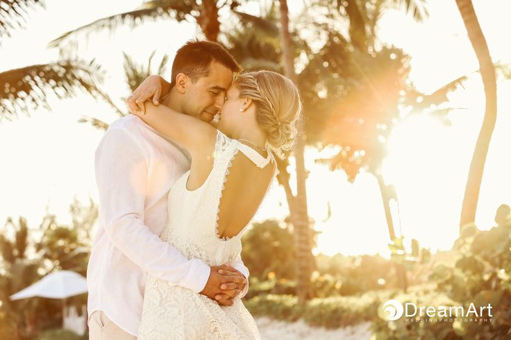 Lovely sunset portrait of bride and groom taken at @gvrivieramaya in the Mayan Riviera, Mexico. Photo courtesy of #DreamArtPhotography.