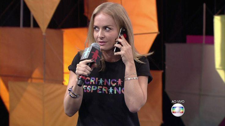 Criança Esperança 2015 parte 2 http://globotv.globo.com/rede-globo/caldeirao-do-huck/t/programa/v/luciano-huck-e-angelica-brincam-durante-doacoes-para-o-crianca-esperanca/4396365/
