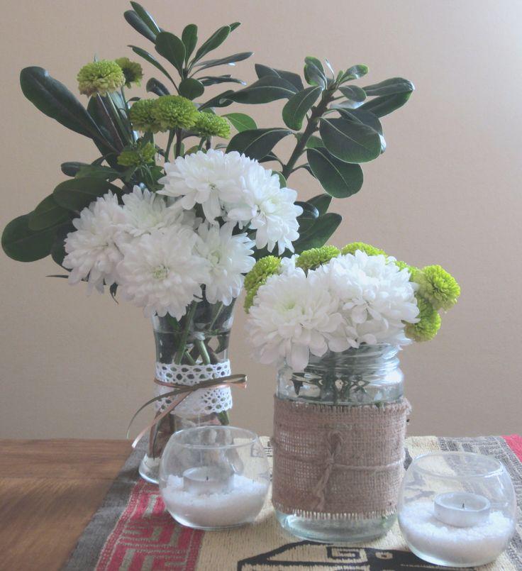 Centro de mesa con frascos flores naturales y velas - Centros de plantas naturales ...