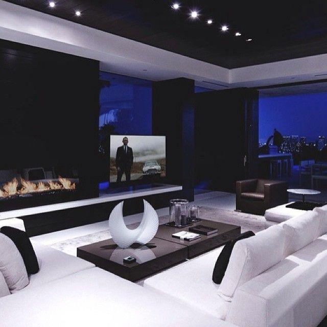 Мужской интерьер😎 #интерьер #черный #черно_белый #глянец #современный #стиль #декор #дизайн #дизайнер #гостиная #камин #тв #мужской #kashtanovacom #столик #ваза #interior #design