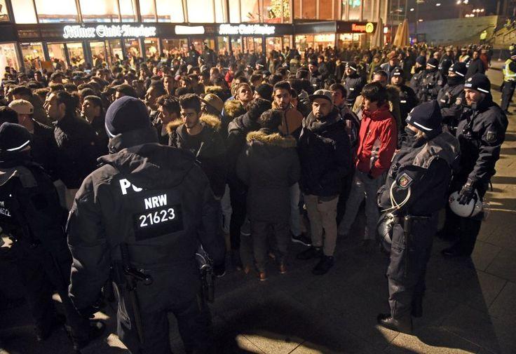 Silvester am Hauptbahnhof: Kölner Polizeikontrolliert Hunderte Männer - SPIEGEL ONLINE - Panorama