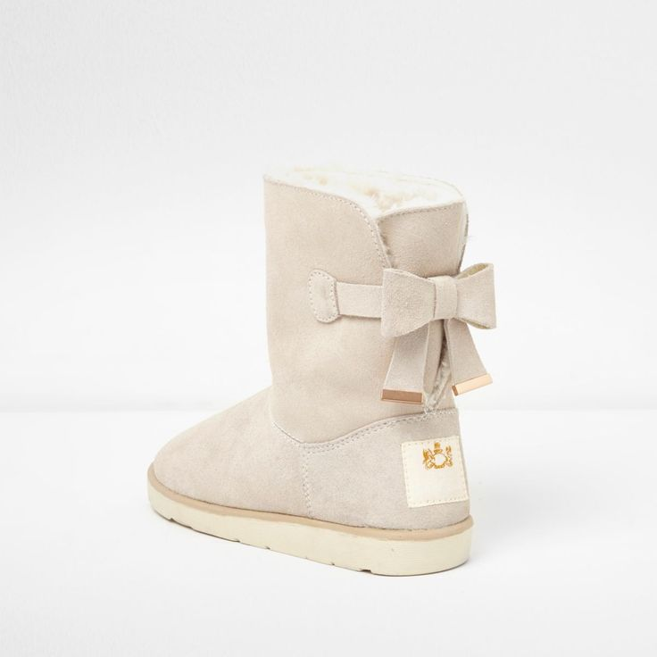 Faux suede fabric upper Faux fur lined Rounded toe Bow back detail RI brand patch Contrast sole