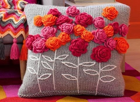 Beautiful crocheted appliques ~ great idea for a simple crocheted pillow (Cushion is KNIT). Flowers crochet - lovely share, thanks so xox