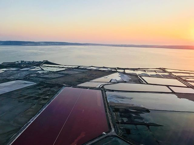 From the plane ... #sunset #marignane #airport #marseilleprovence #etangdeberre #fromtheplane #intheair #jackdemarseille #couleursdusud #provence #lesud #paca #colors #nofilter #photography