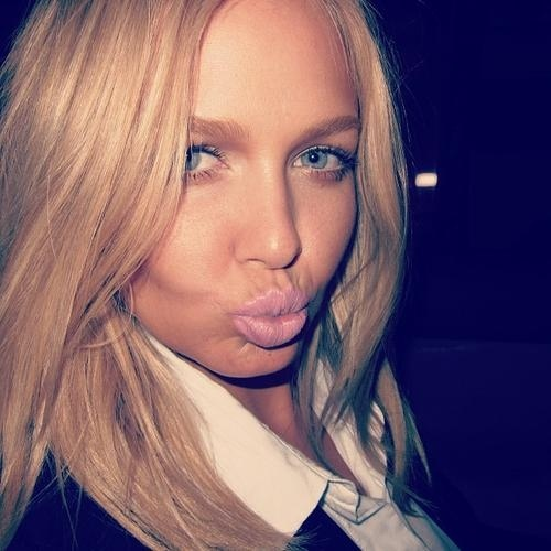 lara bingle flawless face