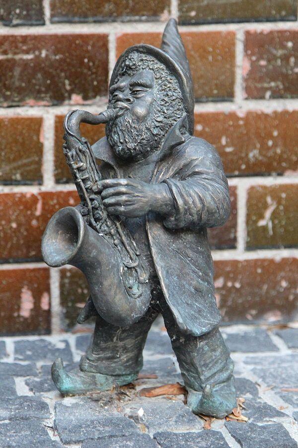 Krasnale tolerancji - Grający na saksofonie