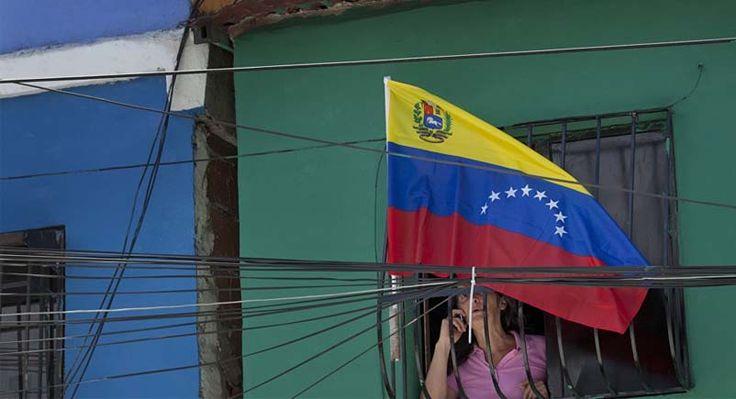 Entrada de venezuelanos leva Governo de Roraima a instalar gabinete de crise. A migração cada vez maior de venezuelanos em direção a Roraima levou a...