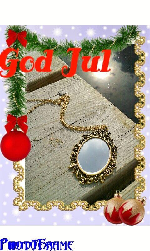 Romantiskt halsband med spegel. Antikfärgad rosenram och guldpläterad kedja. Webbshop: http://lookie.jetshopfree.se/default.aspx