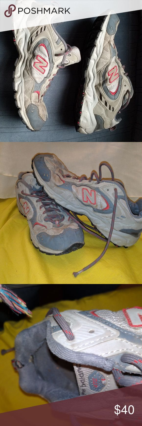 New balance 472 hiking shoes Hiking tennis shoes, there is a hole in the lining of left shoes at the top. New Balance Shoes