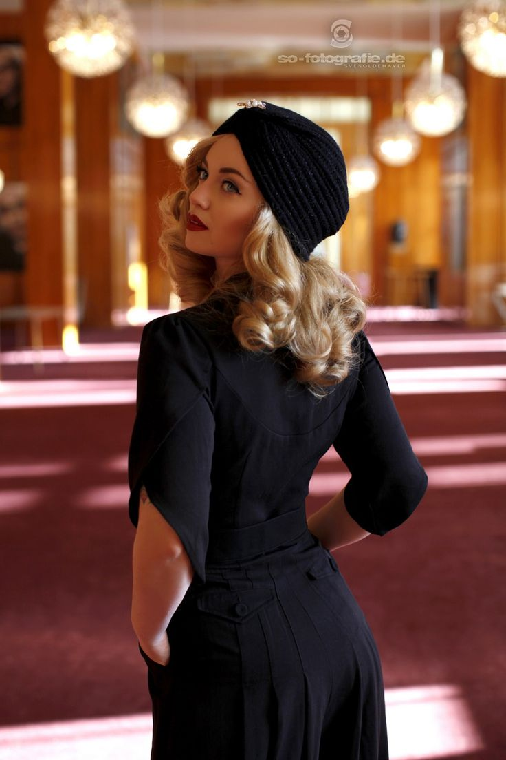 Beautiful 1940s Jumpsuit and wool turban. Vintage glamour at the Opera of Leipzig. Model Victoria from Vintagemaedchen.de. Suit by Topvintage and picture by S.O. Professional Fotografie. More on http://vintagemaedchen.de/glamorous-vintage-styles/.