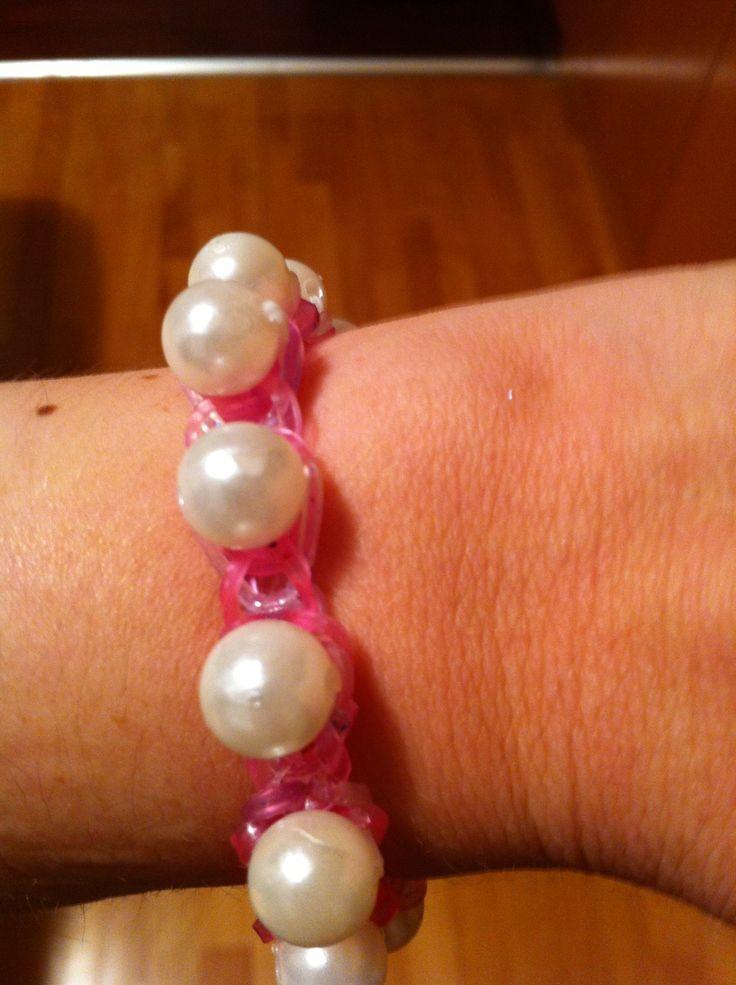 Pulsera de gomitas con perlas