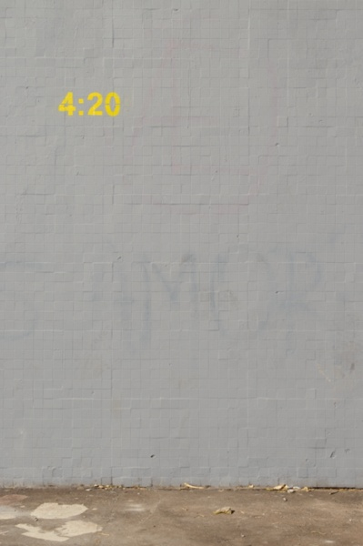 >>: Time Stamps Ideas, 420, Gray Wall, Streetart