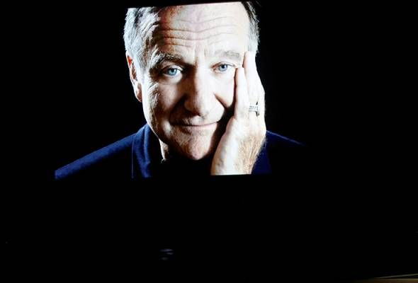 Robin Williams' death linked to rise in copycat suicides   LOS ANGELES: Suicide rates in the United States spiked almost 10 percent following the death in 2014 of actor Robin Williams and spiked even more among men and those who ended their lives like Williams by suffocation according to a study published on Wednesday.  The study published in the scientific journal PLOS One found that in the five months from August to December 2104 some 18690 deaths by suicide were recorded - an increase of…