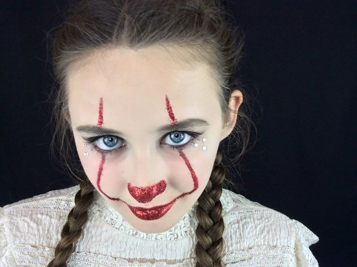 Glam Pennywise from the movie IT - Halloween Makeup Tutorial...(you can find the tutorial on my channel: LlamasAreCool, link provided) easy, simple, fun, quick, last minute, halloween, makeup, tutorial, how to, glam, glamorous, party, glitter, creepy, cute. Made with normal makeup products, easy to obtain, (light foundation, glitter, a little red paint/lipstick) Halloween Party worthy, suitable for teens, adults and children. #Halloween #Makeup #halloweenmakeup #diy #halloweendiy #pennywise…