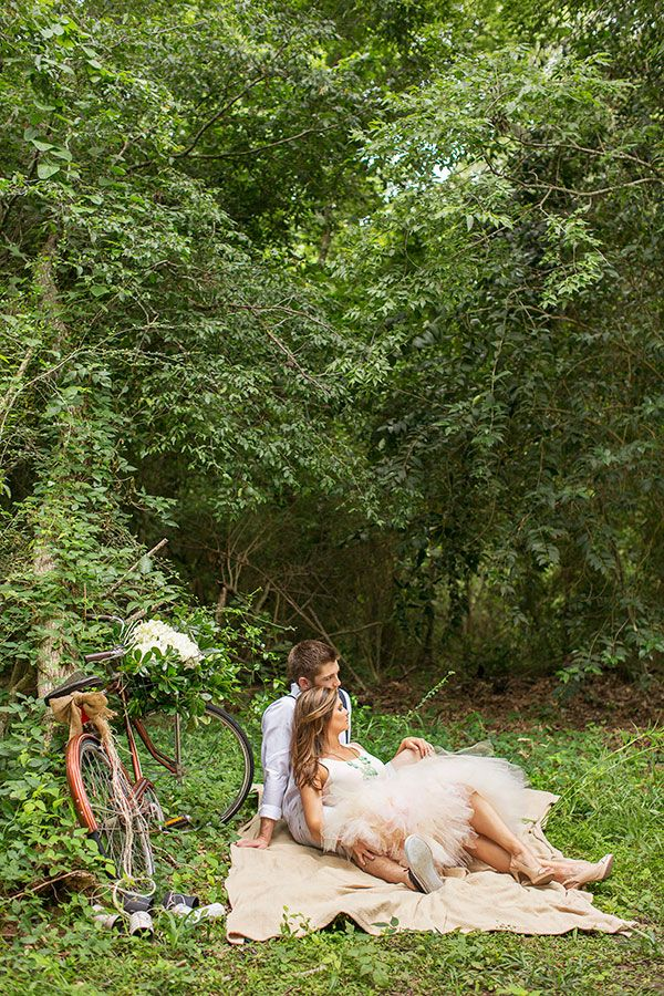 what a sweet engagement session, see more here http://www.weddingchicks.com/2013/08/29/old-fashion-engagement/