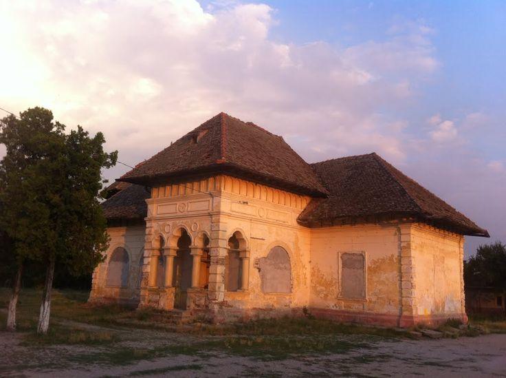 Conacul Rainer (1900), Str. Șoseaua Alexandriei 169, lângă Școala Generală, sat Lăceni; comuna Orbeasca