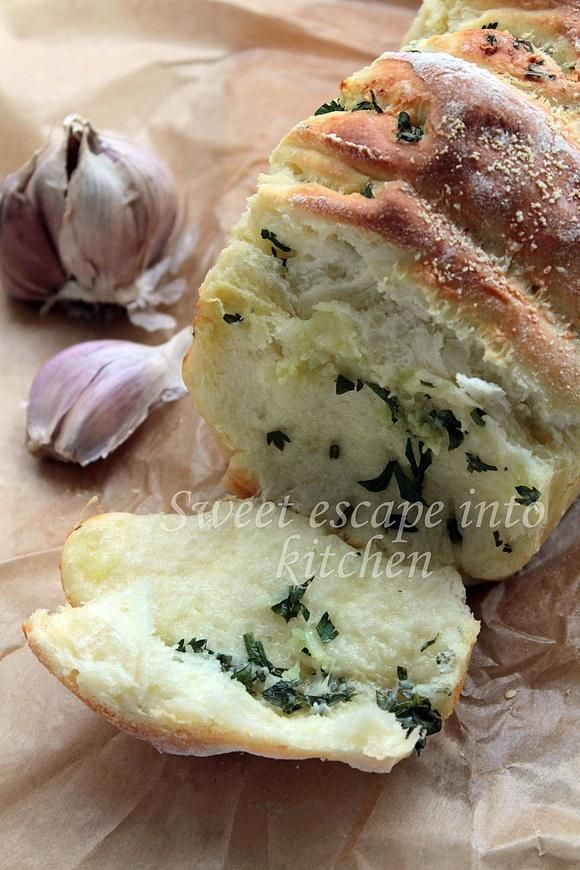 Odrywany chlebek ziołowo - czosnkowy