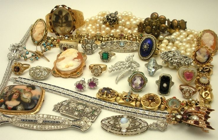 Antique jewellery for women