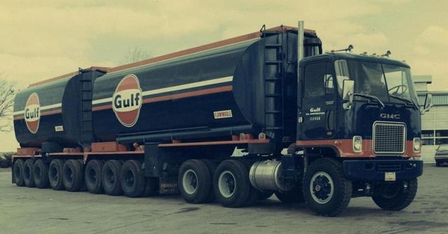 GMC day cab Cabover! single stack tells me smaller power......